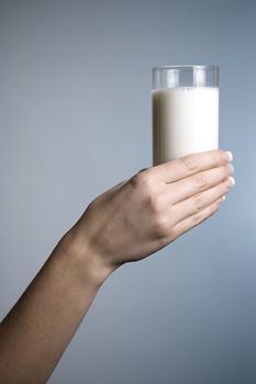 Ξεκινά από αύριο το κοινοτικό μέτρο επιδότησης της κατανάλωσης γάλακτος στα σχολεία , socialpolicy.gr