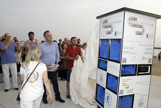 Δημόσια ανταλλακτική βιβλιοθήκη στη Γλυφάδα (1)