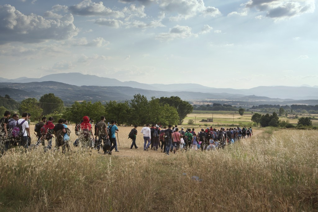 A group of around 150 Syrians set off to cross the Greek border with the Former Yugoslav Republic of Macedonia (FYROM), with the hope of being able to apply for refugee status in countries such as Germany or Sweden. The Greek border with the FYROM is increasingly under the control of people-smugglers, and is becoming less safe each day, so migrants try to cross the border in large groups so they can defend themselves.