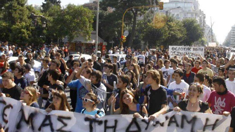 μαθητές-υπέρ-της-απεργίας-των-καθηγητών-τους-socialpolicy.gr
