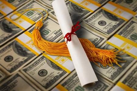 1 στους 6 Αμερικανούς εξακολουθεί να πληρώνει τα φοιτητικά δάνεια, socialpolicy.gr