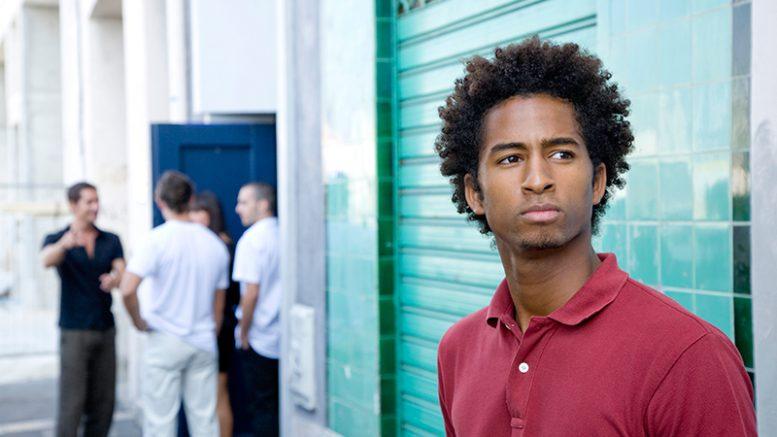 διακρίσεις-νεαροί-μαύροι-ενήλικες-κατάθλιψη-socialpolicy.gr