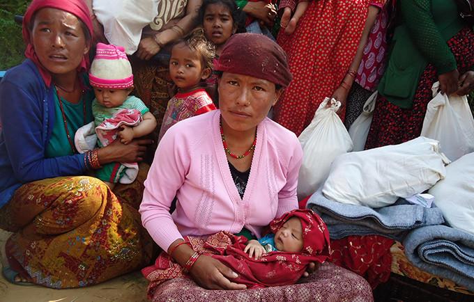 Η Sarita Tamang, 25 ετών, ήταν εννέα μηνών έγκυος όταν το σπίτι της κατέρρευσε γύρω της. Γυναίκες σαν και την Tamang έχουν ειδικές ανάγκες υγείας που συχνά μπορεί να παραμερίζονται σε καταστάσεις εκτάκτου ανάγκης. ©UNFPA Nepal