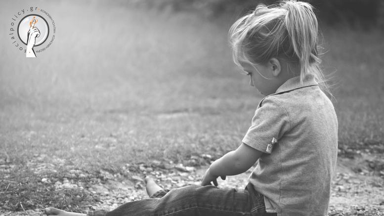 Η παρατεταμένη έκθεση σε φτώχεια στην παιδική ηλικία μπορεί να έχει μακροπρόθεσμες συνέπειες στην εκπαίδευση, τη σωματική και ψυχική υγεία, την ανάπτυξη του εγκεφάλου, επιπτώσεις που ακολουθούν ένα παιδί και στην ενηλικίωση.