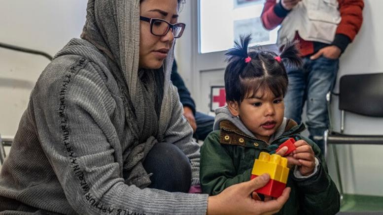 Από τον Μάρτιο του 2019, οι γιατροί στην παιδιατρική κλινική των Γιατρών Χωρίς Σύνορα έξω από τον ΚΥΤ της Μόριας στη Λέσβο έχουν δει πάνω από 270 παιδιά με χρόνια και σύνθετα νοσήματα, όπως καρδιοπάθειες, επιληψία και διαβήτη. © Anna Pantelia / MSF